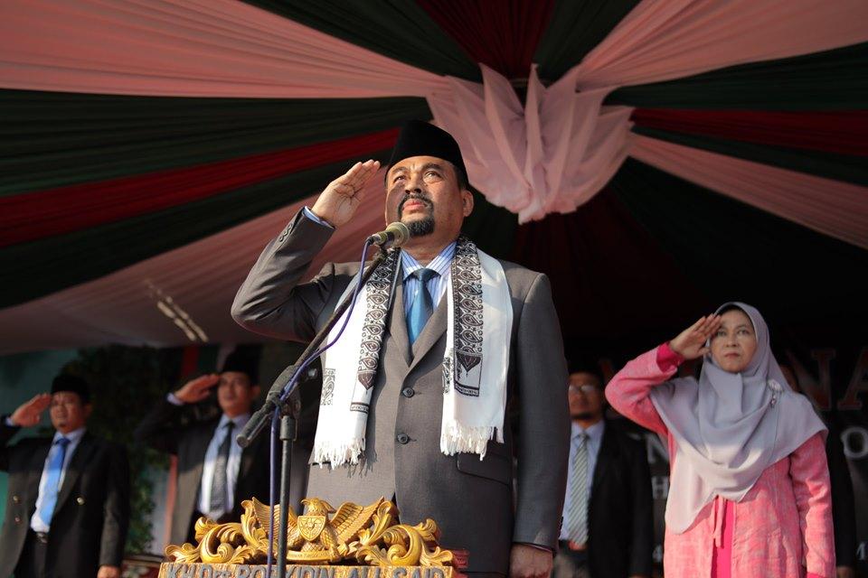 KH. Drs. Rosyidin Ali Sa'id Pimpinan Pondok Modern Al-Barokah Nganjuk