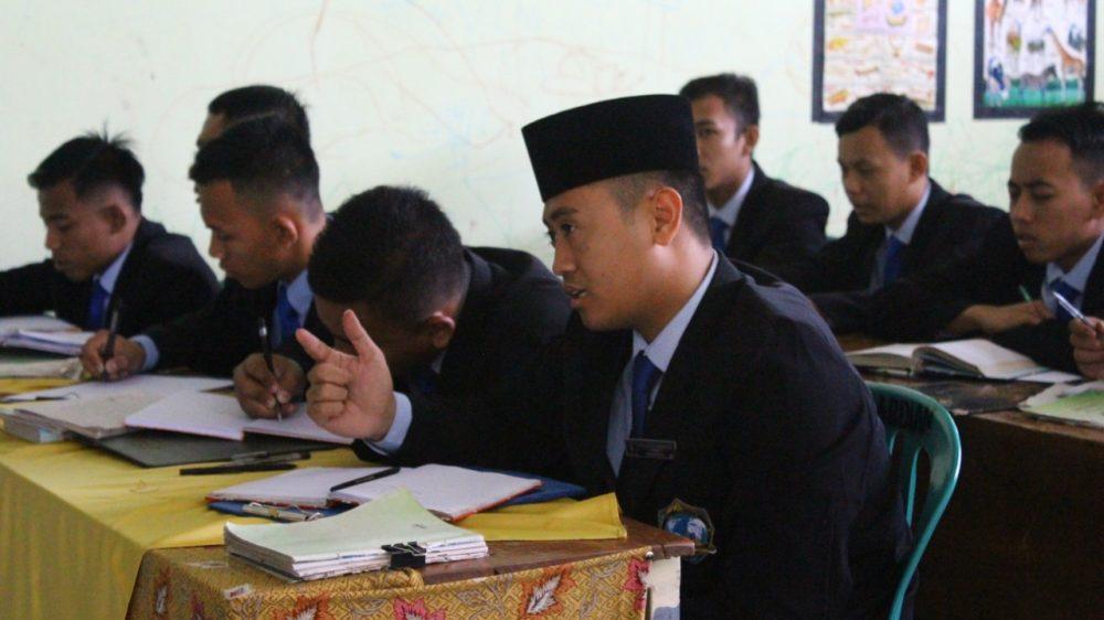 Pengarahan dan Pembekalan Praktek Mengajar Siswa Akhir KMI